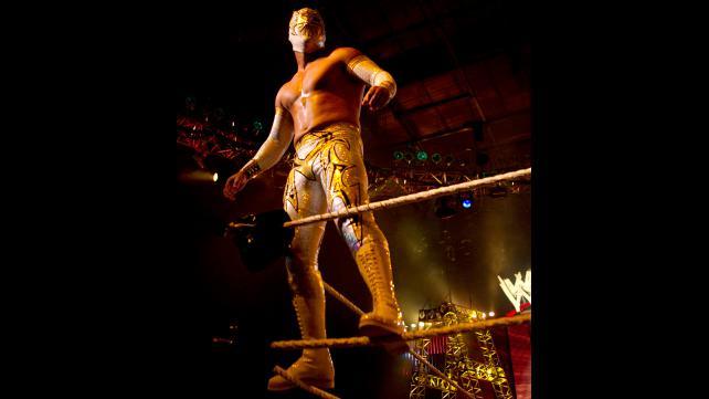 WWE مستمرة بمعاقبة سين كارا على الحادثة الأخيرة كل الأخبار  سين كارا أخبار المصارعة الحرة 2016 أخبار المصارعة 2016