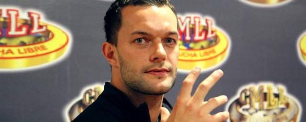 شاهد برنس ديفيت بجانب تريبل اتش بكواليس عرض NXT (صورة)