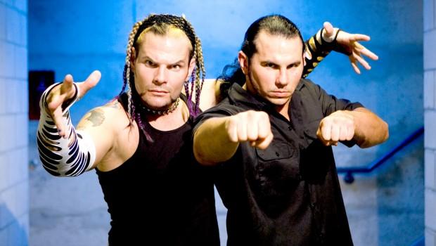 انتهاء عقد الأخوين هاردي مع TNA واقترابهما مع WWE