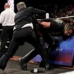 جون ستيوارت يشكر WWE ويسخر من سيث رولينز