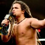نجم NXT سابق يتقاعد من المصارعة الحرة