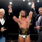 رولينز يكشف حقيقة علاقته بتربل اتش ونجمه المفضل في NXT