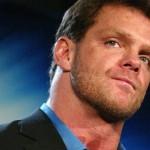 جون سينا يعبّر عن رأيه بتهميش WWE لتاريخ الأسطورة كريس بينوا