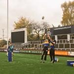 سيزارو وار تروث يتدربان على رياضة الرجبي