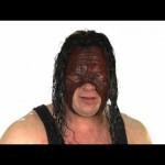 الوحش كين وعائلة فلير يروّجون للريسلمانيا 32 (فيديو)