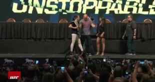 جون جونز يسخر من دانيال كورميه على طريقة DX كل الأخبار  أخبار المصارعة 2015 أخبار UFC