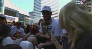 أبطال كرة السلة الأمريكية يحتفلون بحزام WWE (فيديو) كل الأخبار يوتيوب المصارعة الحرة  أخبار المصارعة 2016