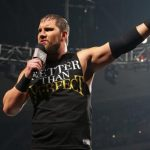 WWE تمنع لافتات كيرتس اكسل والنجم ينتقد بشكل علني!