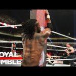 WWE تستخدم عربة خاصة لنقل العمالقة إلى الحلبة خلال المعركة بعيدا عن الكاميرات (صور)