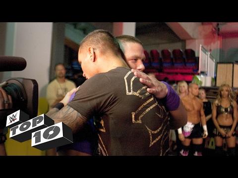 شاهد أشهر لحظات العناق في تاريخ حلبات WWE (فيديو)