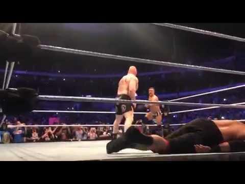 بروك ليسنر يحطّم ثمانية مصارعين قبل الإطاحة بالعملاق من جديد (فيديو)