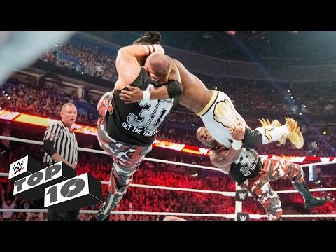 شاهد أفضل وأقوى الضربات القاضية لفرق الزوجي في تاريخ WWE (فيديو)
