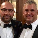 شين مكمان يدعم صديقه المقرّب ديف باتيستا (صورة)