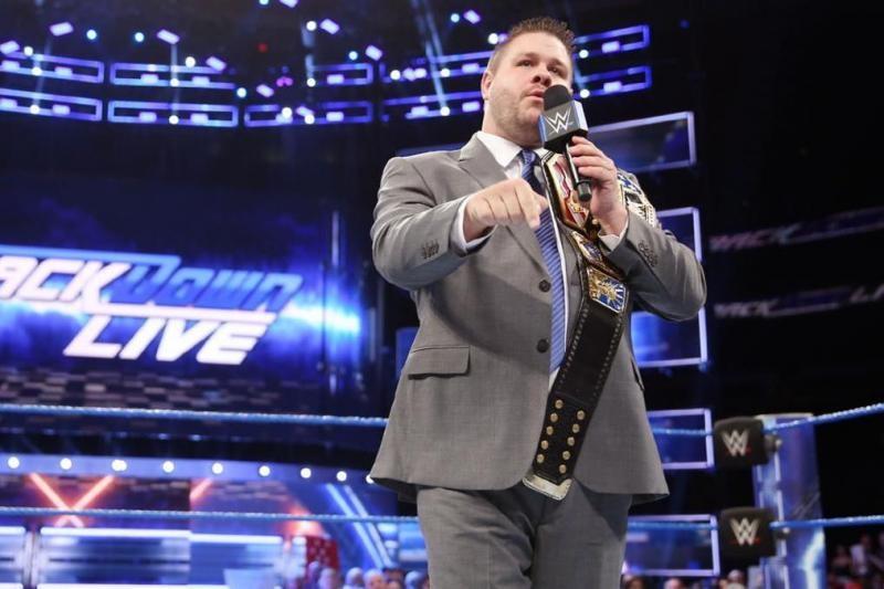 النجم كيفين أوينز يستذكر توقيعه مع WWE ونجاحه الكبير