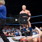 أمكر 10 نجوم مصارعة قاموا بخداع المشاهدين والحكام في تاريخ WWE (فيديو)
