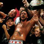 كاتب سابق يكشف عن المسؤول عن توقيع بانك مع WWE، ويكشف عن نيتهم في تقديمه كمغني للروك