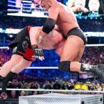 أقوى الضربات القاتلة بالسلم الحديدي في تاريخ WWE (فيديو)