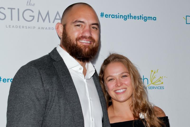 روندا روزي تتزوج من خطيبها المقاتل الشهير ترافيس براون