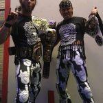 فريق يونغ باكس يضطران لبيع زيهما الخاص بسبب مقاضاة WWE لهما