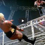 شاهد 7 نجوم سقطوا من أعلى القفص الحديدي في تاريخ WWE (فيديو)