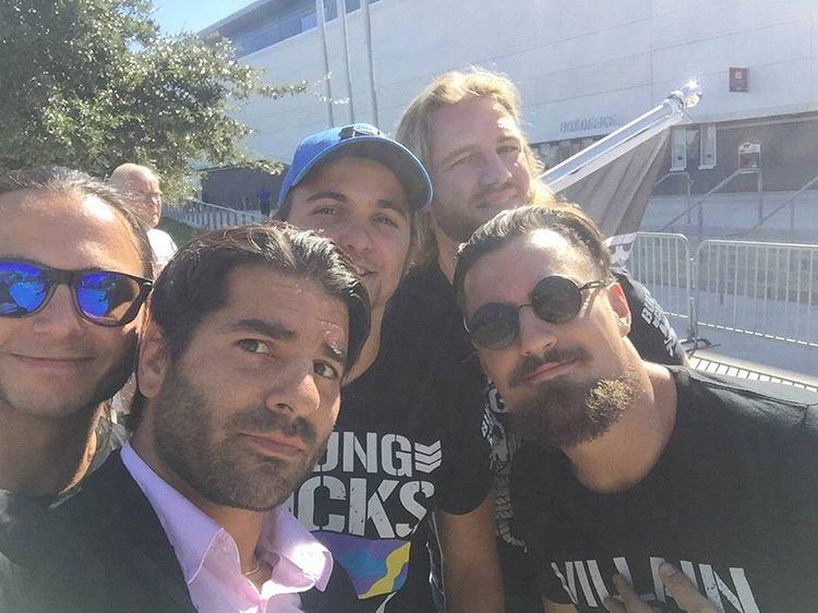 اتحاد WWE يطرد كاتب سيناريو في عروض الرو بسبب صورة!